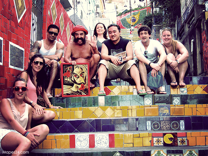 Jorge Selaron and friends sit on steps in Rio