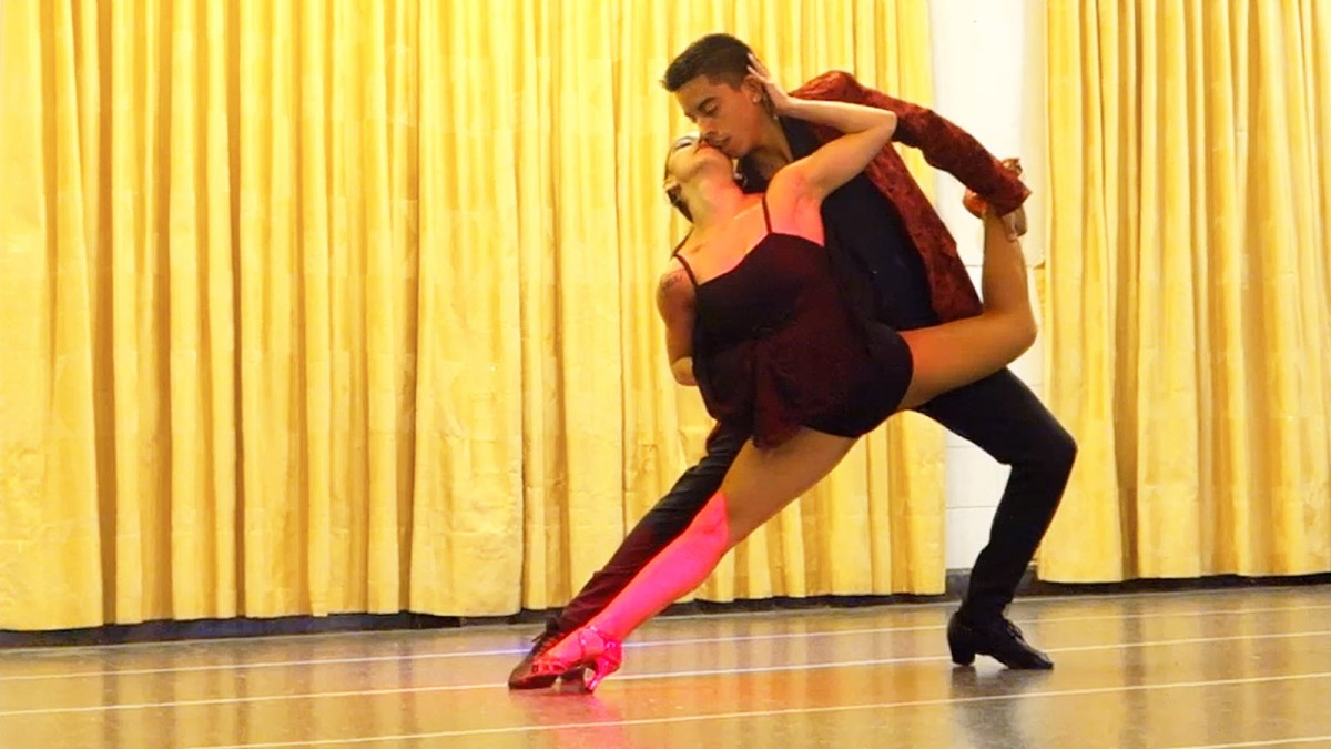 maxi and nahir perform a beautiful bachata in buenos aires