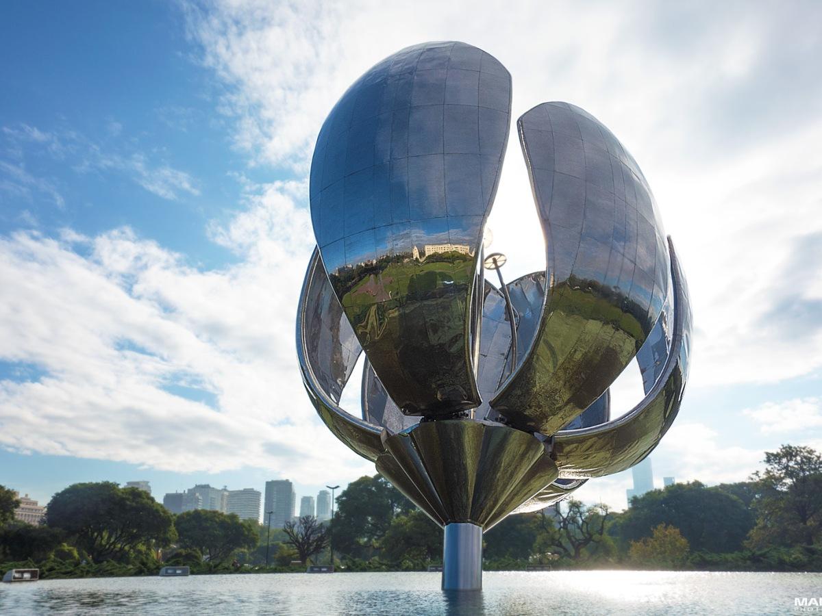 a steel flower sculpture aka Floralis Genérica found in buenos aires argentina