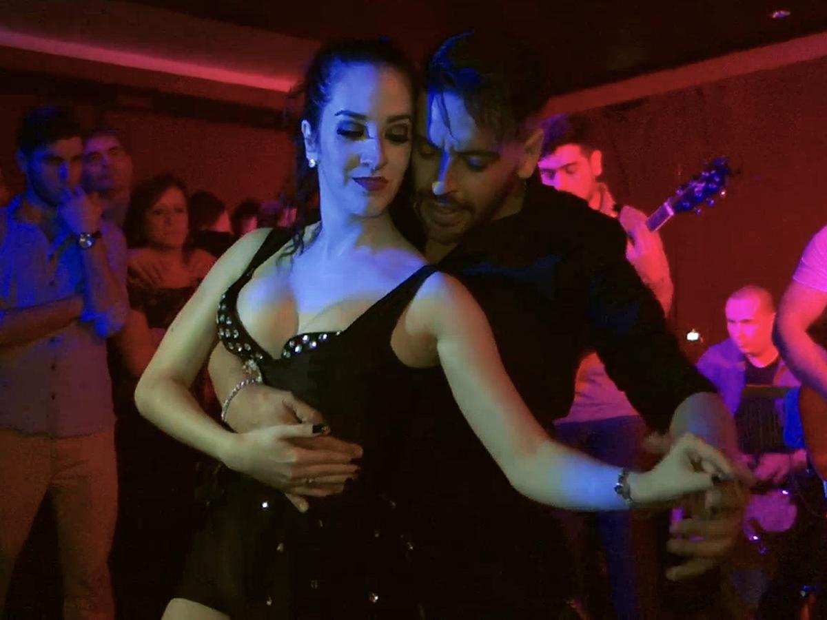 Jaz Rodriguez and Maximiliano Villarroel social dancing sensual bachata at bachata dolls social in buenos aires argentina mapes24